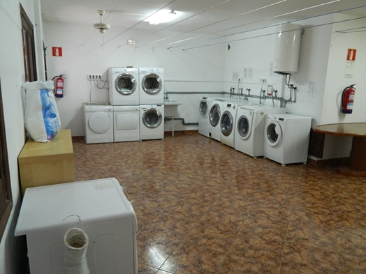 BUSY LAUNDRETTE IN CALA D'OR FOR SALE
